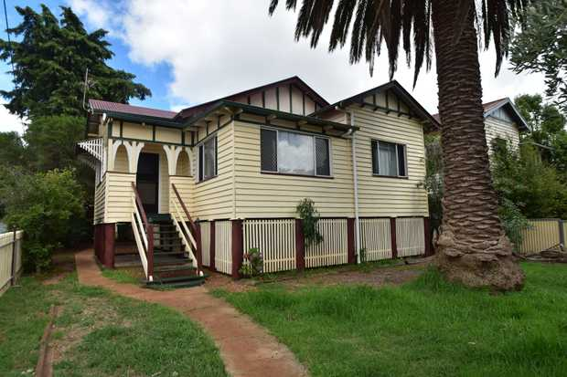 This highset 3 bedroom timber home located only a stones throw from the city center and located oppo...