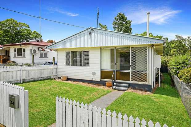 Situated in a quiet pocket of Rangeville, this tidy home is a stone's throw from Toowoomba's most pr...