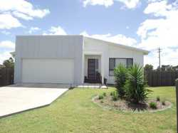 Neat home in modern estate.  Tasteful both in decor and layout, this home is great for family. l Lvi...