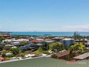 Rare Jetty Apartment, Top Floor, Ocean Views, Lock-up Garage