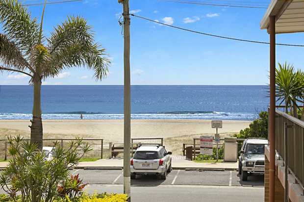 Located directly opposite the beach, this two storey apartment with three bedrooms and two bathrooms...