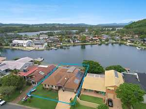 ABSOLUTE WATERFRONT ENTERTAINER @ OXLEY COVE