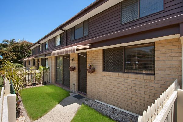 Stylishly renovated properties like this little gem so close to Kirra beach rarely come onto market....