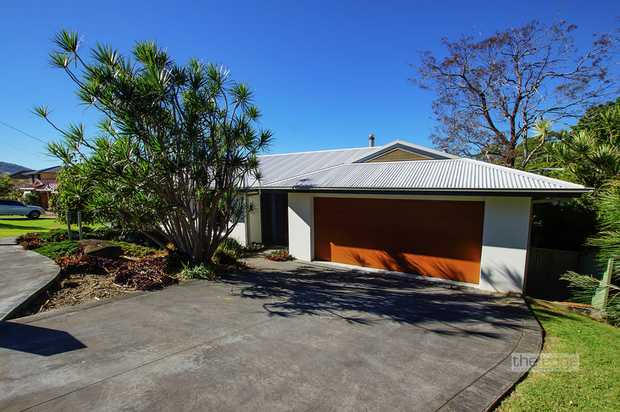 On offer is this rare opportunity to rent a well located home with incredibly versatile floor plan o...