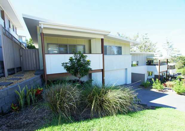 Located in the beach-side suburb of Korora and just a few minutes drive from Coffs Harbour, this fou...