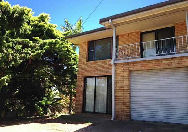 This spacious one bedroom unit is located in the popular Jetty area. The property features open plan...