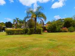 This property is approximately 5 acres with unlimited potential, 500m from the race course and only...