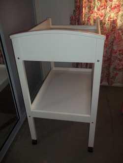 White, Wooden, 1 Shelf, Lockable wheels, GC