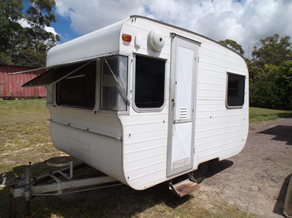 70'S Franklin 4.3m, incl draw bar, king sz sngle + convertible dinette, m/wave, new fridge,...