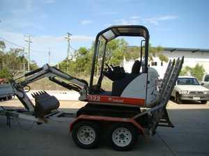Bobcat 2005 322G   1.5 Ton Excavator; 300mm + 450mm + 1000mm Buckets; 2800 Hrs; Tracks 80%; Aluminium Trailer   $18,000 M: 0498 003 735