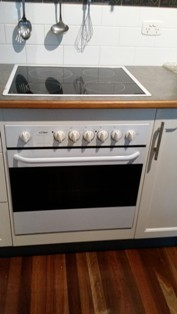 Chef electric oven and ceramic cooktop, works well