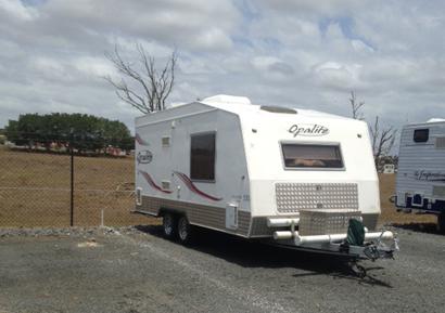 Opalite 18' Tandem A/C, show/toil, solar panel + 2 d/cycle batts, 150L 3-way fridge, TV/DVD...