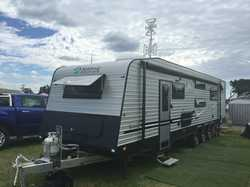 29FT spacel and deluxe Family caravan, 11mths old, sleeps 6+, sep toilet shower w/dryer 4 TVs d/w...