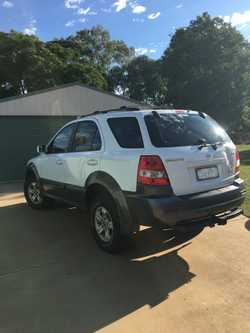 OPEN TO OFFERS  Kia Sorento, 4sp 3.5i automatic 2004 model Petrol Approx 170,000 km Rego Sept  4 new...