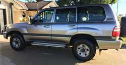 TOYOTA LANDCRUISER V8    2002  petrol/gas,  set up for towing with clear v...