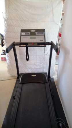 Near new Evo by Healthstream Treadmill.  Up to 20 km/hr & 15% incline.