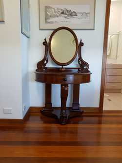 Mahogany with mirror. Small. Very pretty. One drawer.