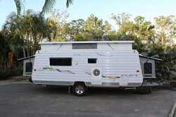 2008 PARAMOUNT Duet Expander, 18', sleeps 6, 2 x water tanks, A/C, external shower, full an...