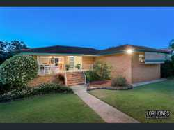 AUCTION: SAT, 14th Oct, 1pm On-Site.    Formal and casual living/dining   airconditioned...