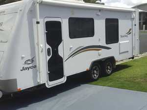 jAYCO  STERLING  CARAVAN  WITH SLIDE OUT 22 FT  2013