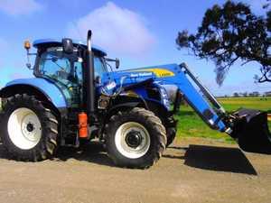 New Holland Tractor 2010  125 Hp diesel,T6050, 16 spd transmission,  Cab Suspension, Instructors Seat,  L4200 Loader, Bucket, Hay Forks,  SOLD