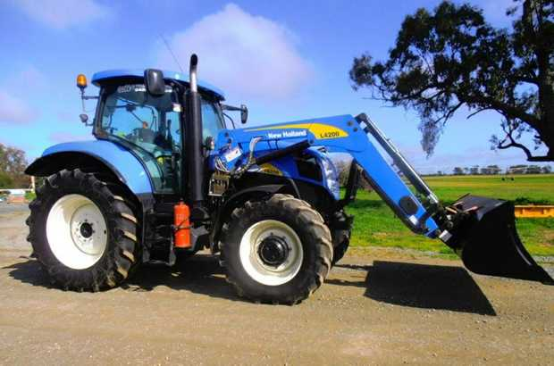 New Holland Tractor 2010