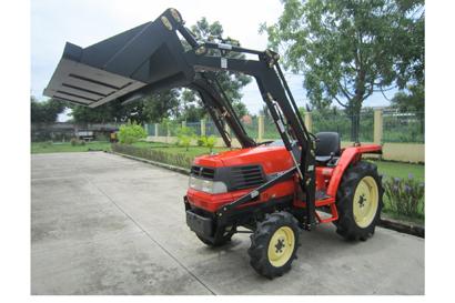 Kubota Tractor & Slasher Package.   29HP Kubota 4 in 1 FEL. Low hours, Power str,4WD, shu...