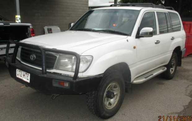 Toyota Landcruiser 2002,   8 seater GX diesel wagon,   very good condition,   5 speed...