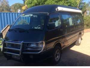 TOYOTA Hi-Ace 4x4 camper van
