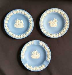 round vintage pin dishes exc cond