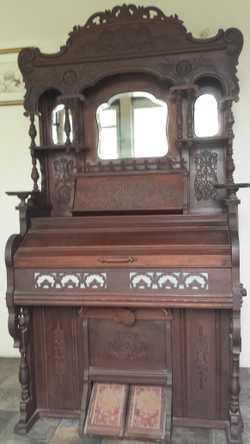 Antique Cornish Co. Pump Organ   100 years old. Working.   $850 ono.