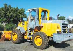 LOADER 1.7m BUCKET 4 Speed transmission. DEUTZ Diesel $20,000 plus GST. Located in Cairns Ph: 041...