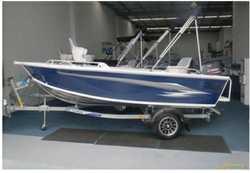 Yamaha 40HP 2 stroke with electric start-trim & tilt Kill tank-Live bait tank, bilge pu...