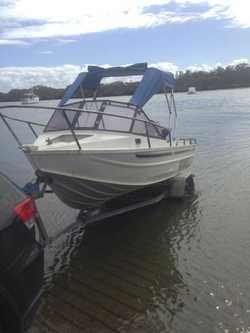45hp Mariner 2 stroke, Lowrance Elite 5 sounder GPS, New Floor/Carpet, 12 months rego, Brighton 4017...