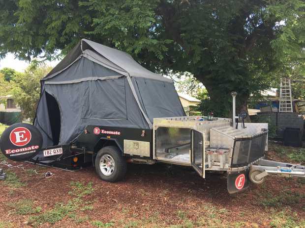 Off road hard floor, S/O kitchen & fridge.100 l water tank, 2 gas bottles. QS bed,full...