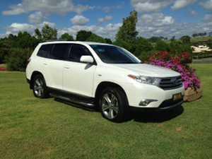 <p> 2012 Toyota Kluger V.G.C. 91,000 klms white in colour, R.W.C. seven seater 12 mths registration...