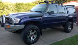 TOYOTA HILUX 2003