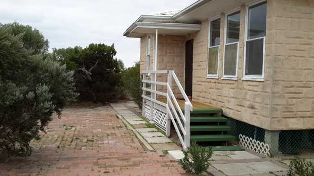 HOLIDAY BEACH HOUSE FOR QUICK SALE THOMPSON BEACH   On large beach front allotment. Opposite...