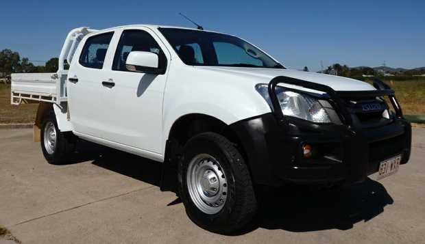 '15 auto, 3L turbo dsl, big 1.8M h/d steel d/side, bull bar, tow bar, 5 star safety, cruise,...
