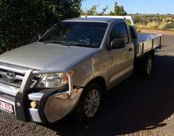 TOYOTA Hilux 2.7ltr ute, petrol, 140,000klm used only as a car always gargared, log books current...