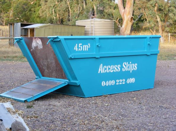 A variety of different skips in a range of different sizes.    2.5m3  4.5m3  7m3...