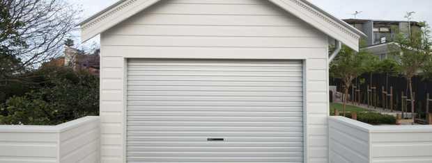 GARAGE DOOR REPAIRS   Remote Controls   Auto Gates 24Hr   Emergency Services   20...