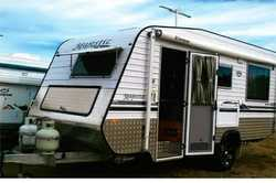 MAJESTIC Navigator off road full van 18' single axle in great cond. Off road Cruisemaster s...