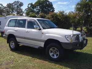 Petrol & Gas Old man emu lift  kit Free wheeling hub kit 2 batteries 2 C B radios Reversing camera Over...