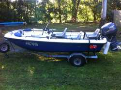 Tri-hull, side console, Yamaha 40 4 stroke with 92 hours, just serviced, offshore safety gear, bimin...