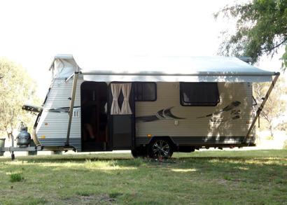 <p> 2014 COROMAL 522 17', auto 3-way fridge, gas/elect hotplate grill, m/wave, TV, sngle beds...