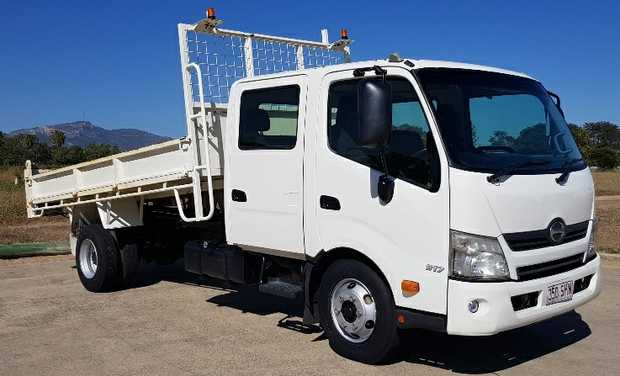 2012 current Series, 7 seat, 4L turbo dsl, 6sp man, a/c, big 4.1M d/side tipper, tow bar, 109,000...