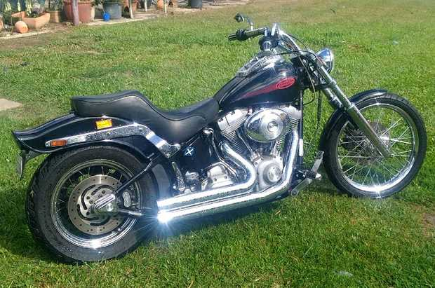 Softtail FXST 2000 Model    Low k's. Very good condition some extras   $12,000 ONO  ...
