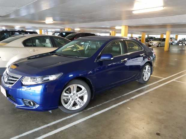 Excellent condition. Honda factory warranty til 2020, 57,900kms, sunroof, leather upholstery, roo...