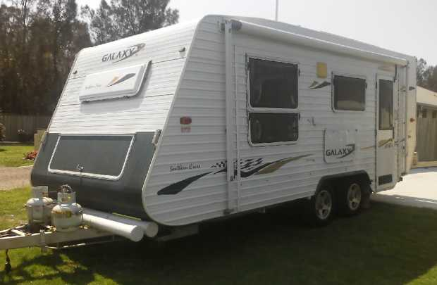 17.5ft Caravan series 4, long rego, toilet, shower, gas,